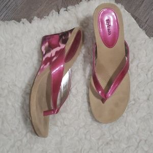 Style & Co. Pink wedge split toe thong/sandle